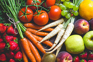 Oral allergy syndrome can be seen in patients with pollen allergy who experience mouth and throat itching, typically with fresh fruit and vegetables such as apples, melons, celery and carrots.